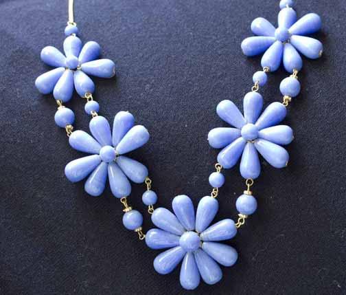 Periwinkle daisies